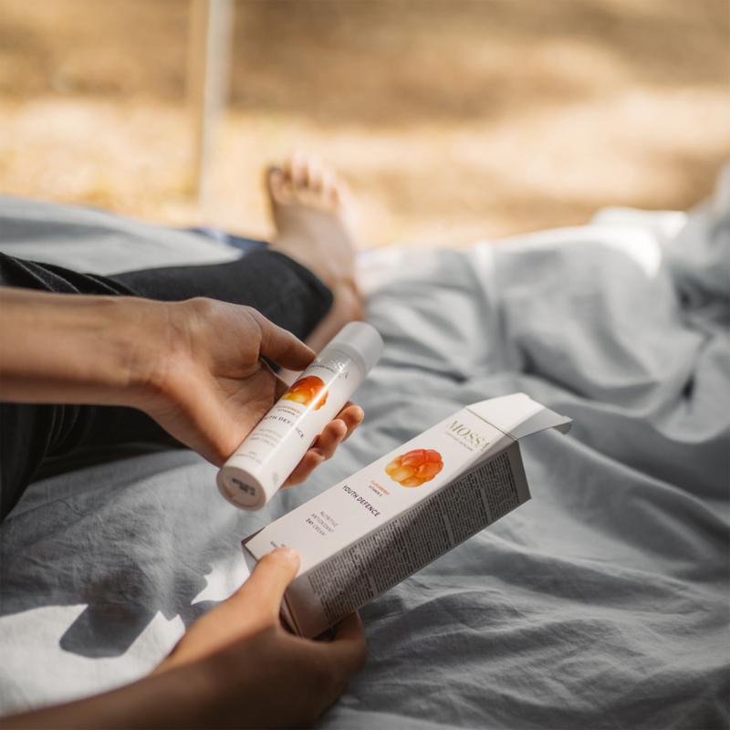 Tápláló nappali krém törpemálnával és C vitaminnal